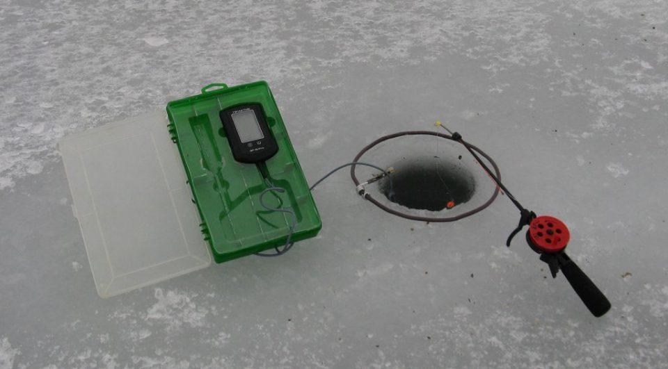 Крепление эхолота для зимней рыбалки